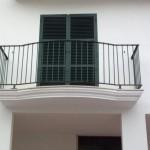 Balcón construido con barrotes lisos         En este modelo de barandilla, esta conformado al balcón