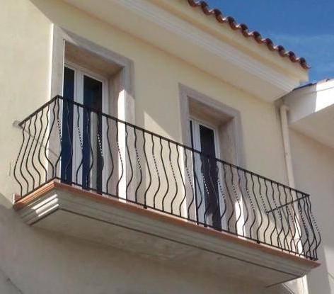 Herreria vilfor galeria de trabajos for Casas con balcon y terraza