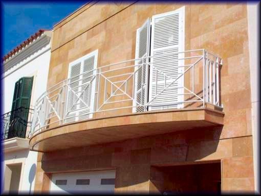 Imagenes de puertas de fierro fotos presupuesto e imagenes for Balcon meaning