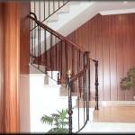 Escaleras de hierro con barrotes antorchados central y puntas lisas         Modelo rematada con piezas forjadas de tamaño grande y acceso curvo          En la construcción se a adaptado a la parte estructural de la obra