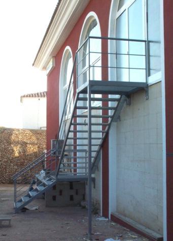 Herreria vilfor galeria de trabajos for Modelos de escaleras exteriores